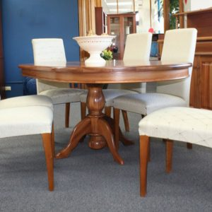 Traditional Oval Table